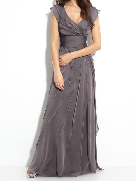 Варианты расцветок платья для дружки весьма разнообразны, поэтому выбор может оказаться достаточно сложным.